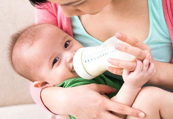 Cách bảo quản và sử dụng sữa bột tăng cân cho bé tại nhà