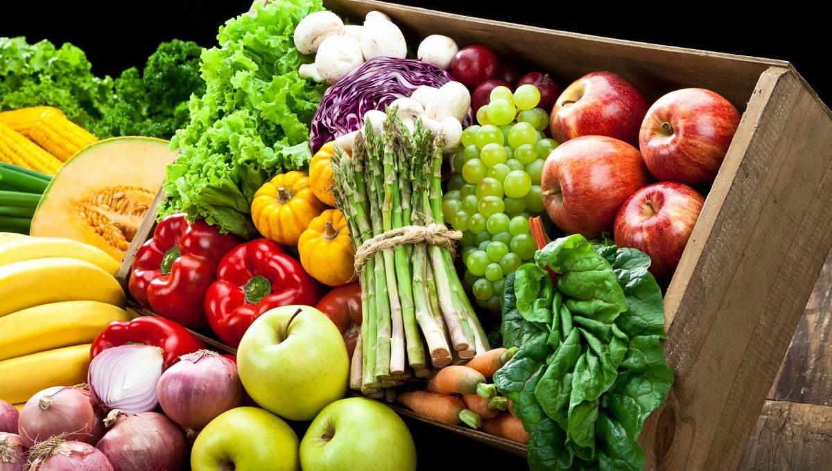 Cho bé ăn nhiều rau củ, hoa quả