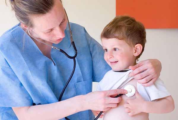 trẻ em có sức đề kháng kém có thể tăng sức đề kháng nhờ uống sữa