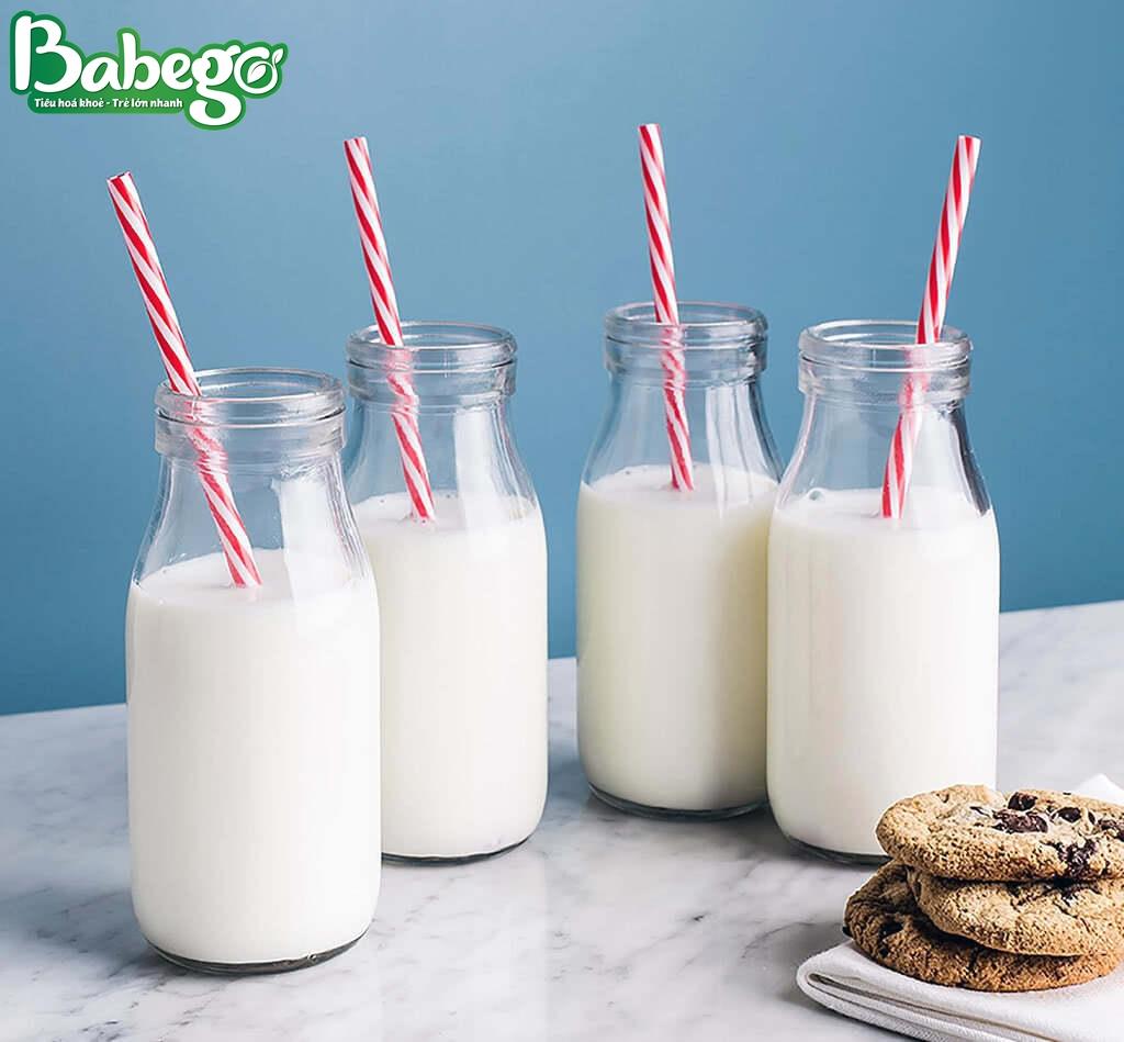 Bổ sung 2 - 3 ly sữa tăng cân cho trẻ mỗi ngày.