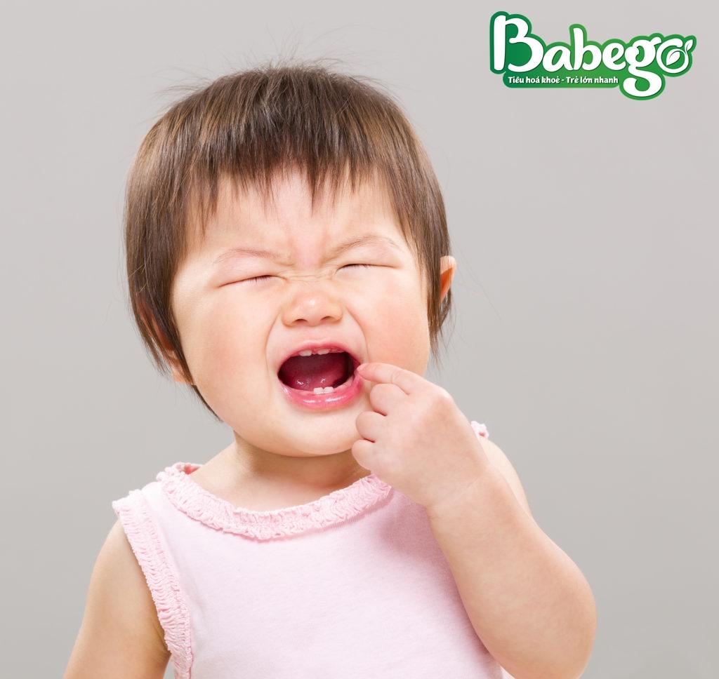 Trẻ biếng ăn mọc răng