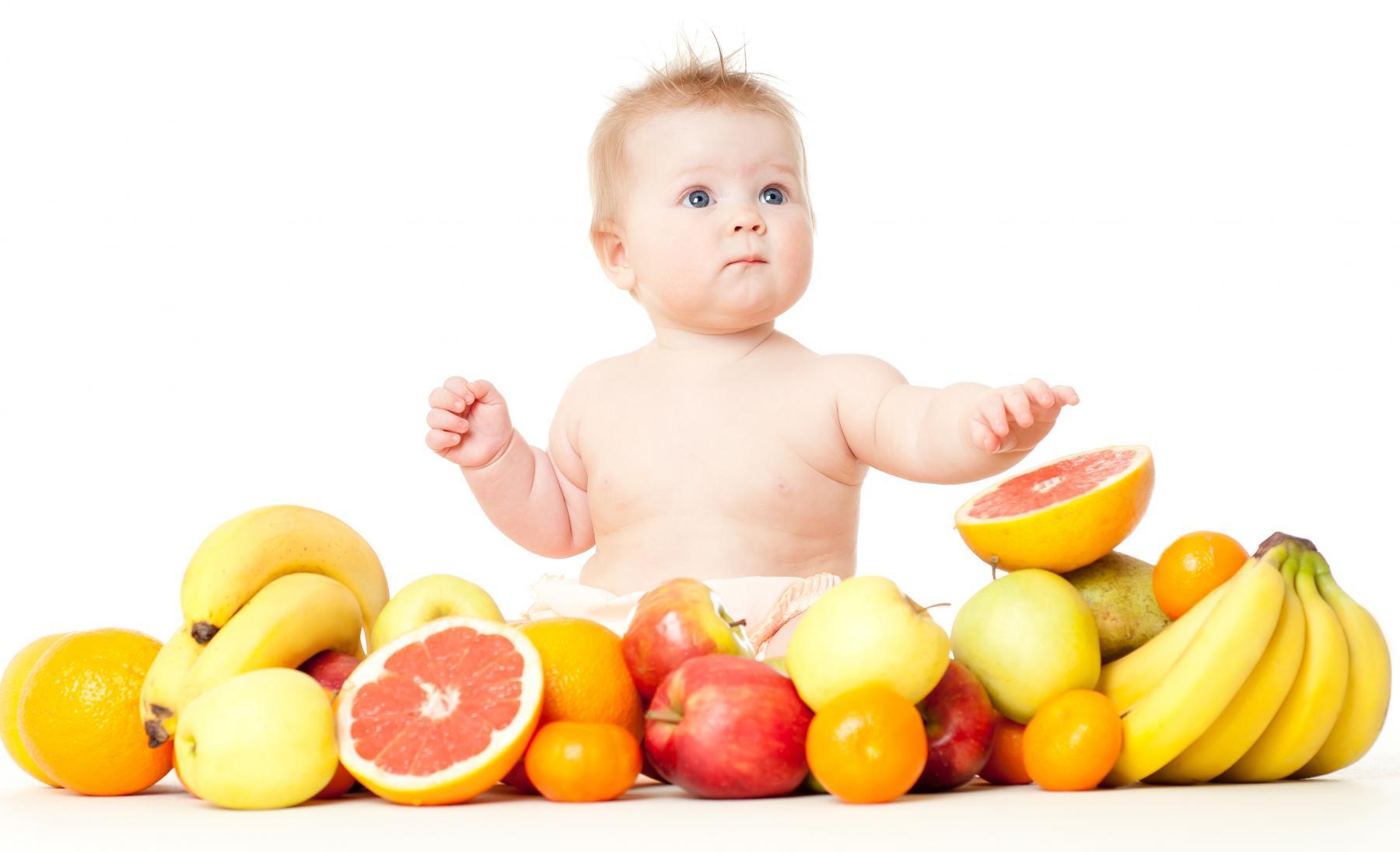 Chăm sóc trẻ bị sốt - Bô sung nước hoa quả, sinh tố cho bé