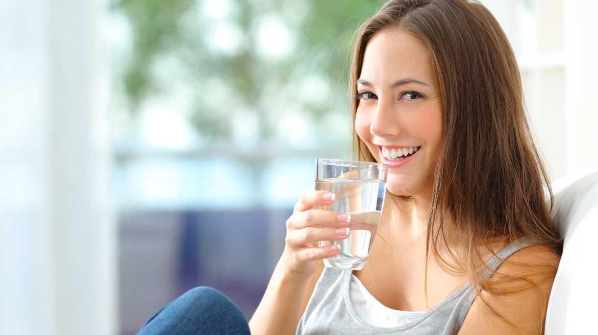Mẹ nên uống nhiều nước mỗi ngày