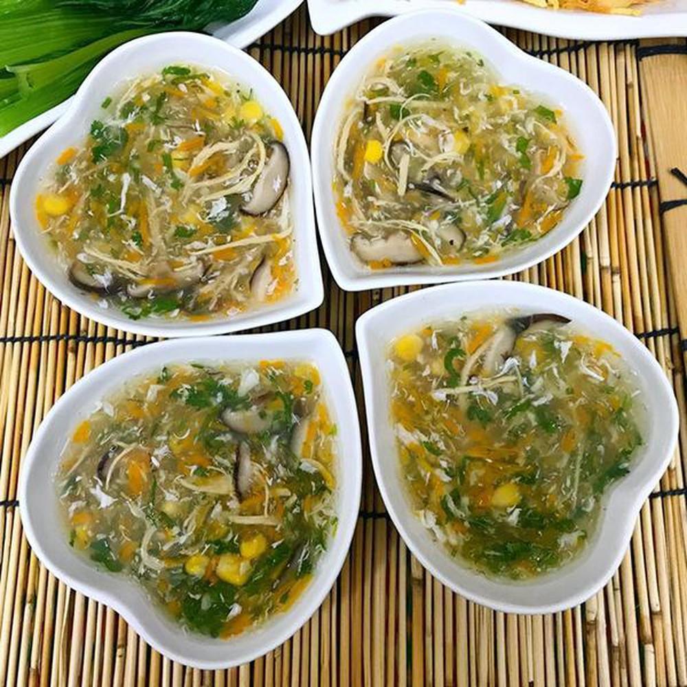 Chăm sóc trẻ bị sốt - cho bé ăn đồ ăn loãng, soup, cháo loãng